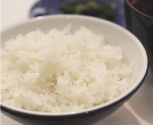コウノトリ育む農法のお米で白ごはん。