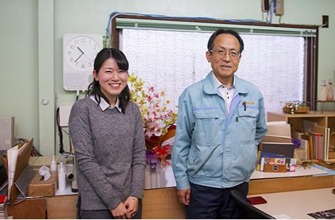 柏原加工紙 社長とteshiopaper代表 矢本章子さん
