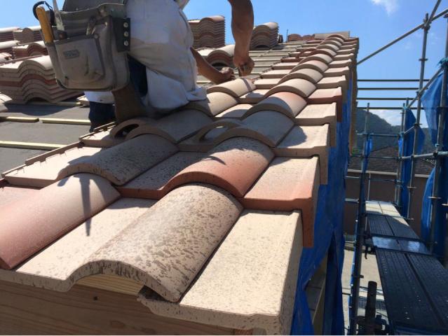 屋根の上の作業