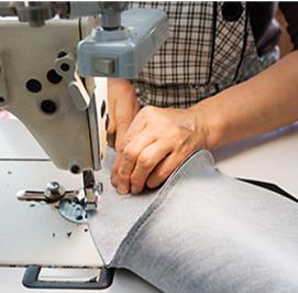 ミシンによる縫製作業