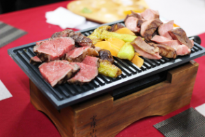 牛タンとヒレのステーキ 地元野菜