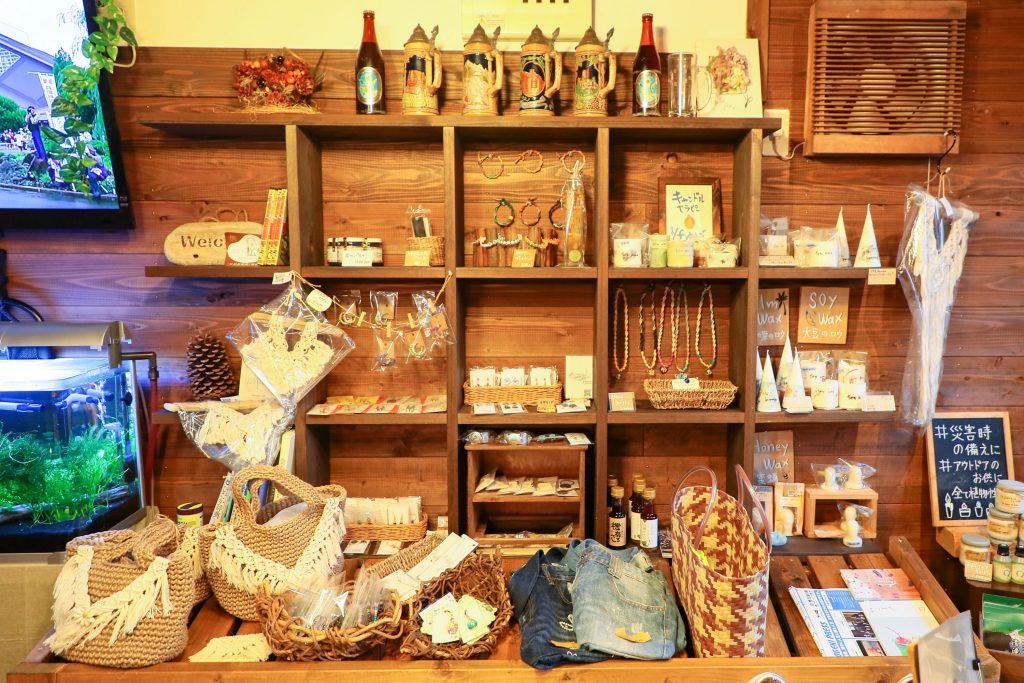 手作り雑貨などの販売コーナー